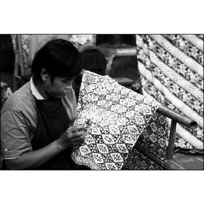 Pengrajin Batik l Batik Maker @@indosat Super6GB IndosatSPF2103 IndonesianHeritageSeries Proudofindonesia