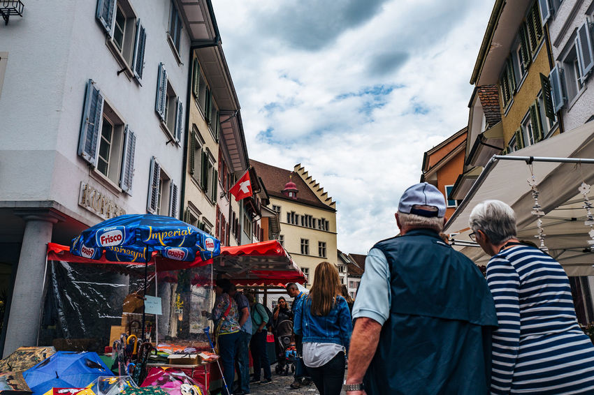 Architecture Building Building Exterior Built Structure Casual Clothing City City Life Cloud Cloud - Sky Cloudy Day Large Group Of People Leisure Activity Lifestyles Markt Men Outdoors Sky Sursee Surseer Warenmarkt Tourism Travel Destinations Warenmarkt
