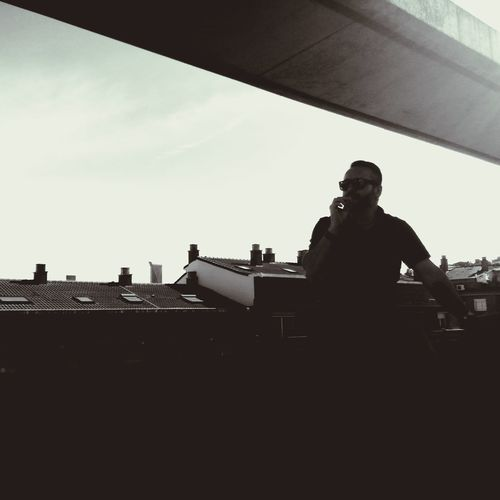 Silhouette One Man Only Only Men Low Angle View Architecture Built Structure One Person People Adult Day Outdoors Building Exterior City Sky Real People Spaın Cloud - Sky Blackandwhite Sunlasses Contrast Contraluz Contraluzgrafias Sun High Roof Structure
