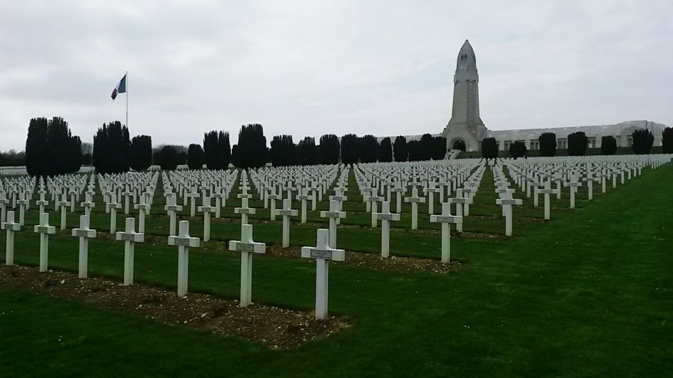 2/3 L ossuaire de douaumont World War 1 France Verdun Cimetary Memorial Architecture remember all the soldier who died for their country: La France