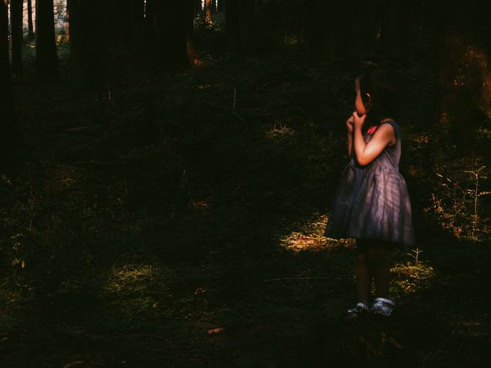 """Should I go deeper into the woods or should I turn back?"" 👻😨😶 Little Girl Light And Shadow Darkness And Light Portrait EyeEm Best Shots - People + Portrait Storytelling Scared Alone In The Dark Untold Stories Learn & Shoot: Single Light Source Feel The Journey People And Places"