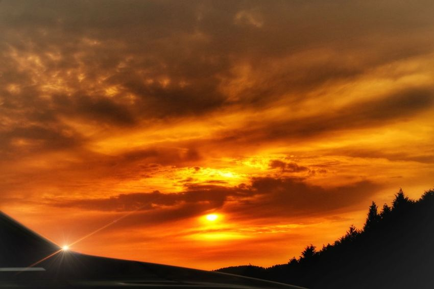 マツダ アクセラ Mazda Mazda 3 車 Car 夕焼け 夕陽 太陽 山 Sunset Sky Dramatic Sky EyeEm Nature Lover Nature Love EyeEm Best Shots EyeEm Gallery Dramatic Sky Cloud - Sky Orange Color Scenics Nature Sunlight Beauty In Nature 光