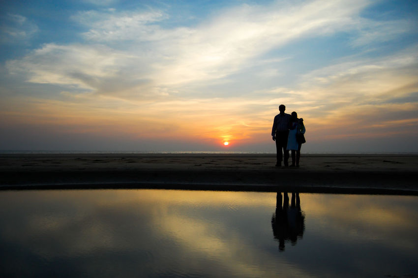 My two jewels! Beach Bonding Cloud - Sky Dad Horizon Over Water Love Mom Outdoors Parents Reflection Sea Silhouette Sky Sunset Togetherness Two People Water The Great Outdoors - 2017 EyeEm Awards