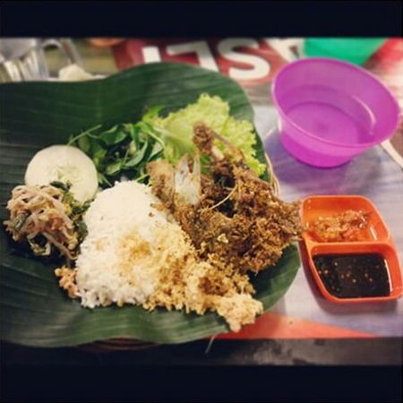 Dinner with nasi uduk and bebek kremes 🍴🍨🍗🍺👌 Indonesia Food Kulinermedan Foodphotography Eyemfood Taking Photos Nyummy