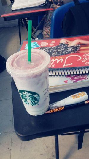 Mis mañana no pueden estar al cien, sin un buen. Frappuccinoberry Frappuccino Starbucks