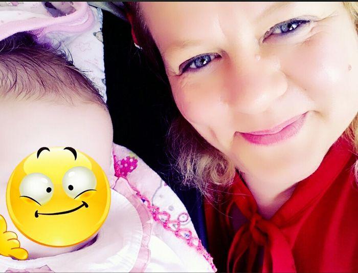 Beybi Beybii Masal Portrait Young Women Cheerful Human Face Anthropomorphic Smiley Face Yellow Headshot Looking At Camera