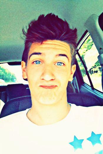 Bonjour tous le monde je m'appelle Pierre j'ai 16 ans et j'espère que les photos vont vous plaire nBoyyHappyyLife In Motionn