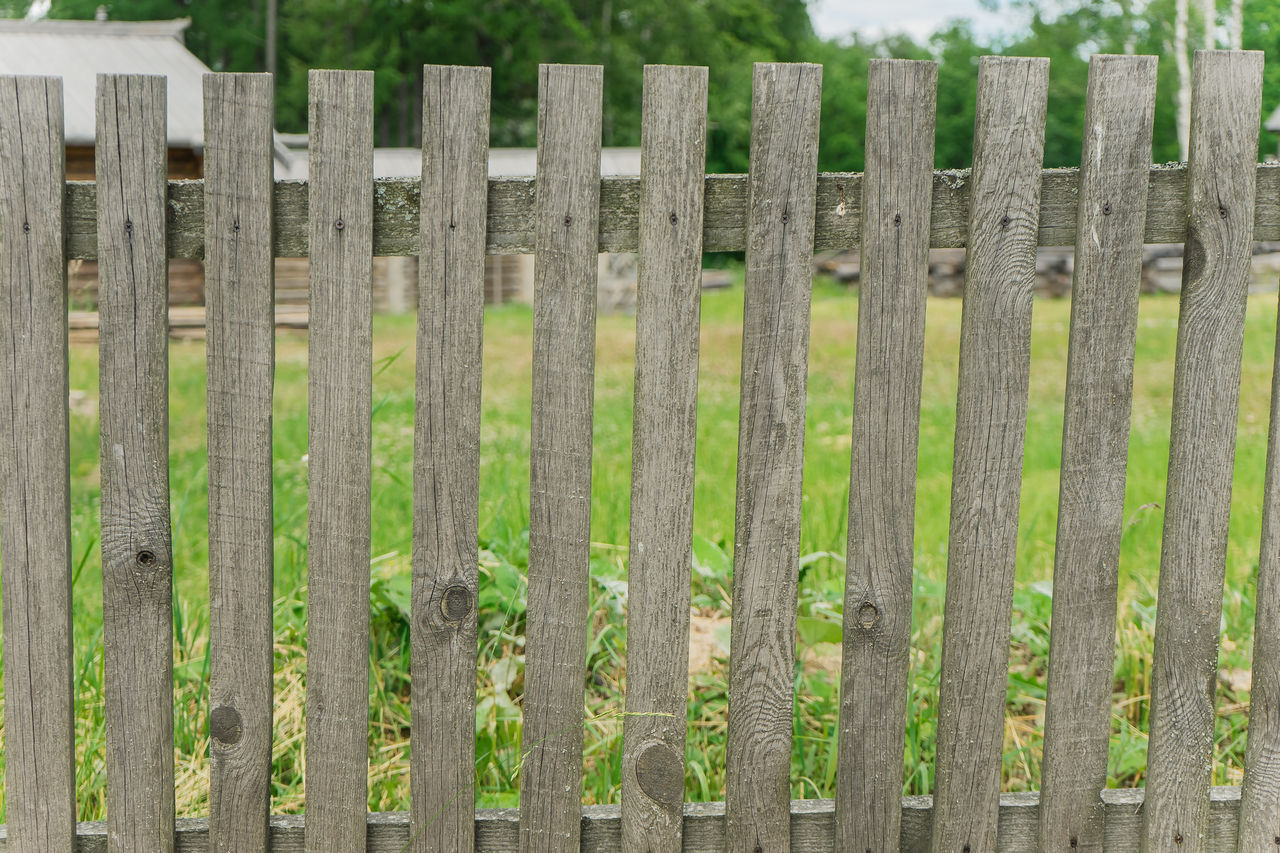 CLOSE-UP OF FENCE ON FIELD