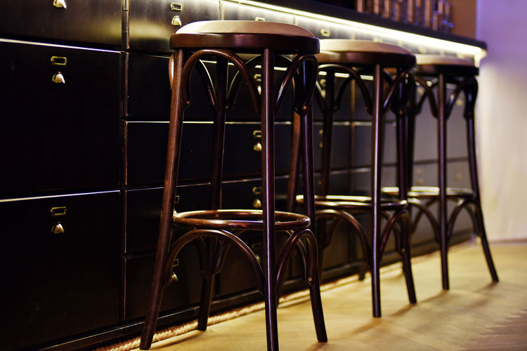 Bar counter with high chairs in empty cosy restaurant Chair Coffee Drinks Elegant Modern Absence Bar Bar Chairs Bar Counter Chairs Club Cosy Cozy Empty Indoors  Indoors  Lounge Lounge Chair No People Nobody Restaurant Table Tavern  Vintage Wooden