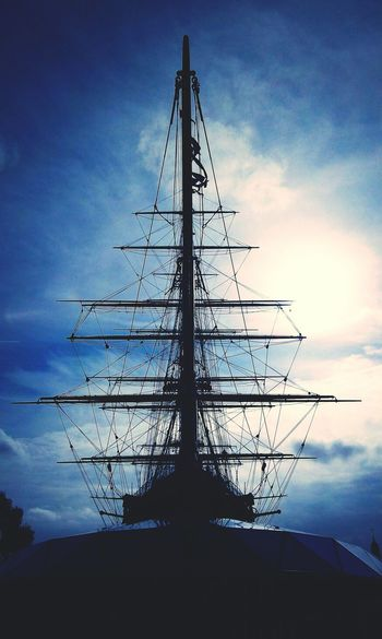 Seeing The Sights Cutty Sark Front View LONDON❤ England🇬🇧 Greenwich Maritime Landmark Museum Ship Sailing Monument View Sky Summer Masts Ships Mast Rigging Ropes Yardarm Light Shadow EyeEm Best Shots London Landmark London Tourism
