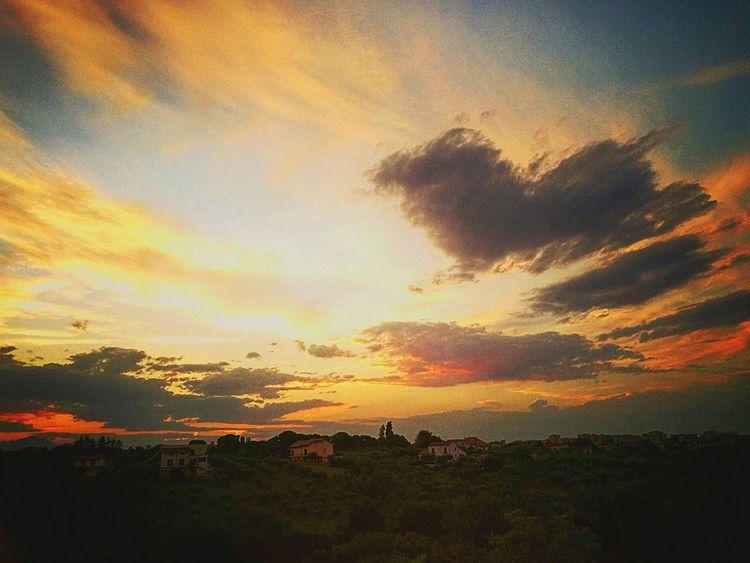 Un cuore tra le nuvole Paesaggi_ditalia Tramonti_italiani Italian Placei Italian Sunset Italiansunset Tramonto Color Of Life Colors Of Nature Colors Of Life Color Of Life!