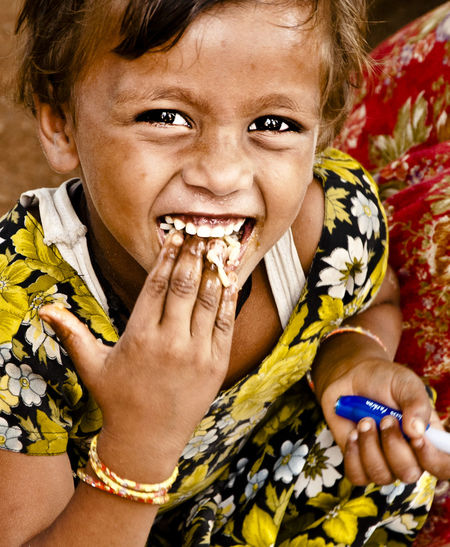 Children's Portraits The Human Condition Food India Innocence Smiling Travel Photography Traveling Faces In Places The Portraitist - 2015 EyeEm Awards EyeEmFiveSenses Taste Eyeemfivesenses/taste