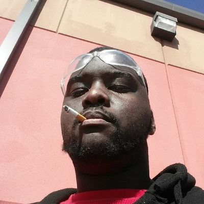 Out chea enjoying this weather on break. Smoked my black & mild today tho, so I had to bum a newty (._.) HVAC