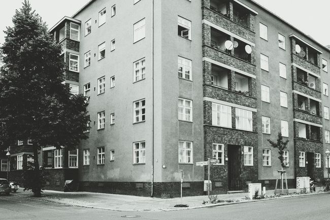 Berlin African quarter Tenements Building Streetphotography Streetphoto_bw Street Crossing The Street Berlin Berlin Reinickendorf Reinickendorf Rehberge