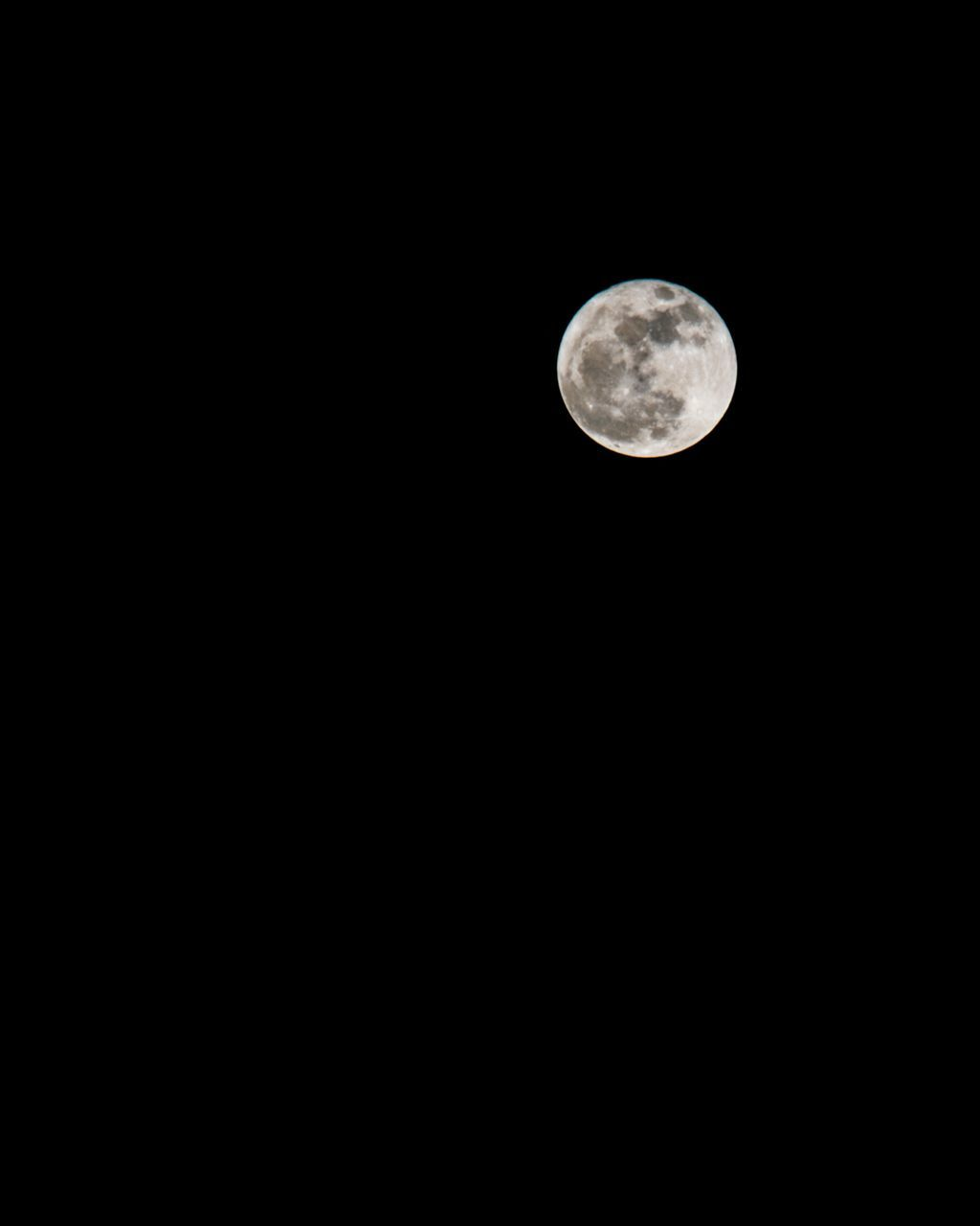 LOW ANGLE VIEW OF FULL MOON AGAINST CLEAR SKY