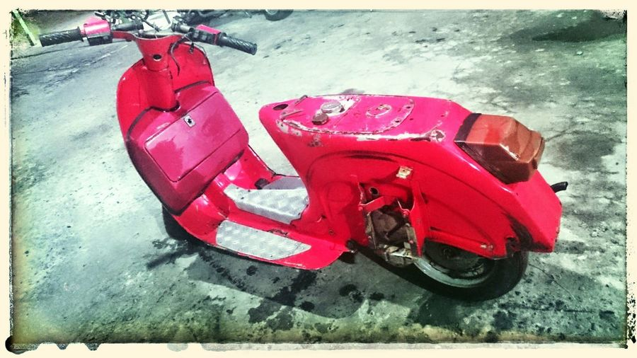 Red Outdoors No People Day Human Body Part Rural Scene Travel Night Photography Only Men Only Women Lifestyles Healthy Eating Bespave vespa
