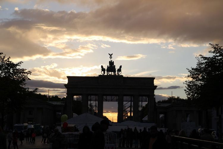 City Cityscape Statue Royalty Sunset Sculpture Architectural Column City Gate Silhouette History Horse Horseback Riding Horse Racing Monument