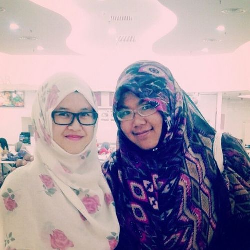 Wee ~~~ Finally met kak @_milimilo ^^ Adore Kak Mili sgt ^^ Nice to meet you Kak Mili, thanks for buying the 2014 Planner, and may Allah bless & ease upon your journey for the upcoming years... InsyaAllah Looking foward to meet you again, sorry dpt jumpe sekejap je :) <3 <3 <3 Vlogger Blogger Sistersofislam Almightybless lovely awesome