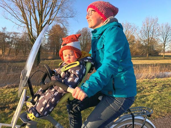 First time on the bike with our son. Almost 1 year old. ❤︎ Transportation Cycling Bike Son Family With One Child Child Togetherness Mother Warm Clothing Family Mobility In Mega Cities Leisure Activity Cold Temperature Smiling Day Winter Childhood