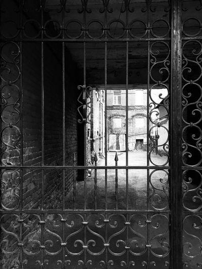 Кованые ворота Door Metal No People Protection Safety Building Exterior Grating решетка закрыто ворота