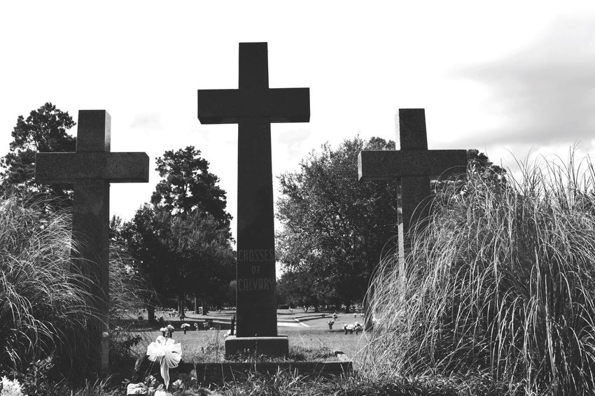 EyeEm Selects Cemetery Cross Tombstone Memorial Religion Spirituality The Past Grave Graveyard Gravestone Outdoors No People Day Grass Sky Nature