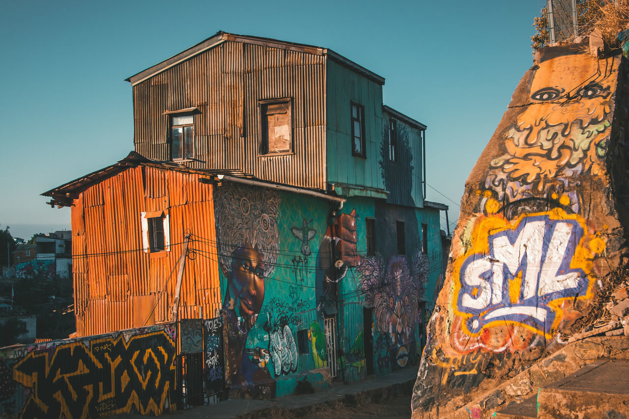 architecture, building exterior, built structure, graffiti, text, outdoors, communication, day, no people, clear sky, sky