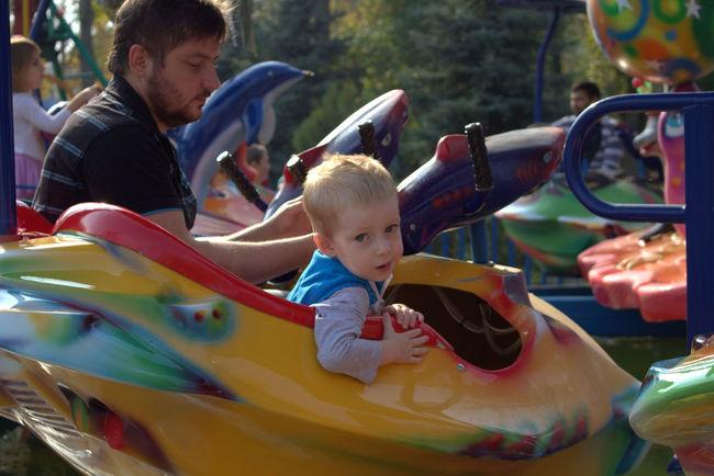Baby Boy голубые глаза Качели малыш парк Ребенокроссии