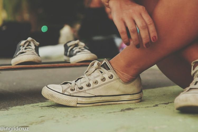 Mãe de menino Barefoot Mother And Son Skatelife Skate Mother&son Motherhood Converse⭐ The Amazing Human Body The Street Photographer - 2015 EyeEm Awards Learn & Shoot: Layering