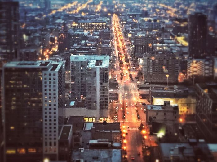 Wake up Chicago, let the busy begin...🏃‍♀️ 🏃‍♀️ Peace New Day Chicago Skyline Chicago Architecture Architecture Looking Down From Above Look Down EyeEm Gallery Eyeemphotography Early Early Morning Traffic Morning City Building Exterior Architecture Built Structure Cityscape Building Illuminated