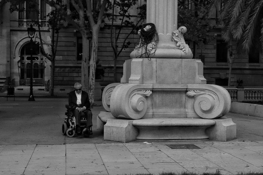 Blackandwhite Shadows Men EyeEm Best Shots - Black + White Eye4photography  EyeEm Best Shots City Life Urban Rebel Grunge Barcelona Present Old Age Myview City Tree Architecture Building Exterior Built Structure