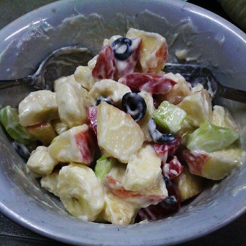 Fruitvegiesalad Latesnack Olivebananacucumberappletomatoes ...yummy @sevintia0520 @nengdhora
