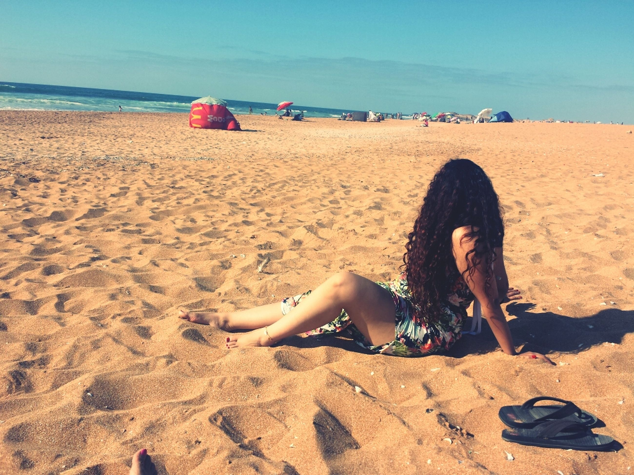 beach, sand, shore, sea, leisure activity, lifestyles, full length, childhood, vacations, relaxation, horizon over water, water, summer, enjoyment, sunlight, girls, casual clothing, sitting