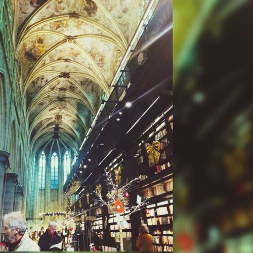 Church turned into a library Church Building Interior Design Churchbuilding Library Library Building Librarydesign Gorgeous Enormous Highceilings Old Buildings Traditional Maastricht Nederland