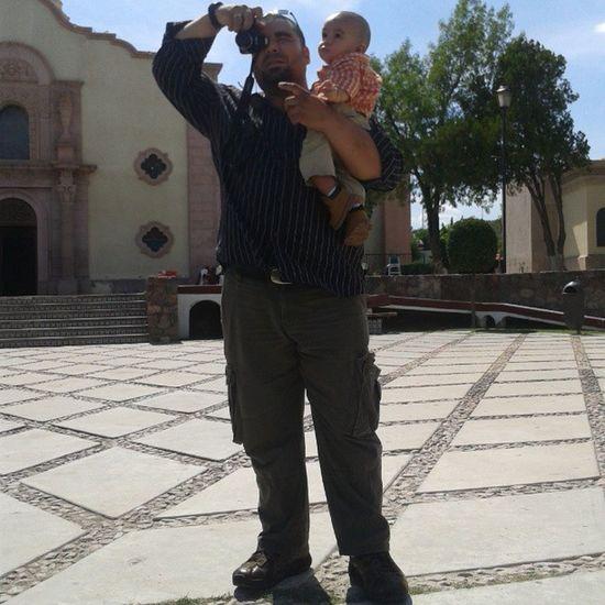 Mi esposo Ricardo con mi bebé Guillermo tomándonos una foto mientras yo junto a mi pequeño Richardy les tomaba una fotografía :) Love Mexico . Sonora Magdalenadekino
