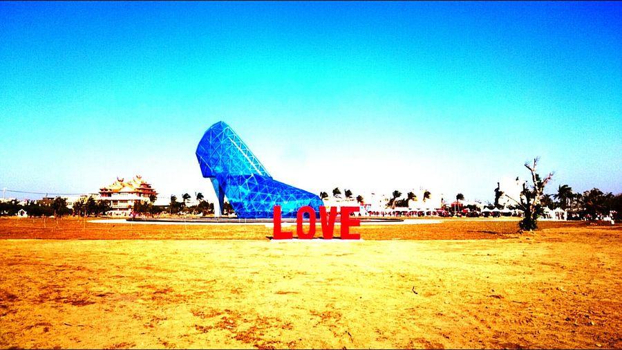 若你不曾穿上高跟鞋,怎麼會知道它帶來的風情萬種。 嘉義 布袋 高跟鞋 教堂