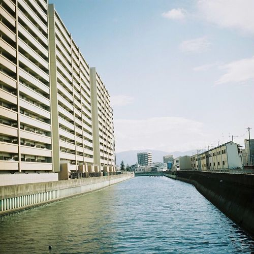 Bronica Bronicas2 Kodak Portra160 Film Film Photography Analog Analogue Photography Architecture Building Exterior Built Structure Water City Waterfront River Cloud Sky City Life Day フィルム フィルム写真
