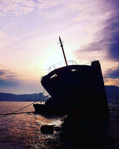 흰여울길 영도 좌초된선박 . . . Photography Photographer 부산 Busan Sea Ship 일상 데일리 감성 감성사진 사진 여행 일상공유 미러리스 Sotong Camera Follow Followme Photo Travel Daily Southkorea