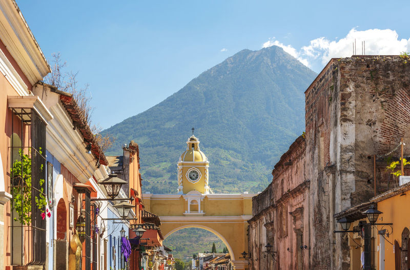Antigua Guatemala, classic colonial town with famous Arco de Santa Catalina and Volcan de Agua behind Antigua Guatemala Guatemala Central America Volcano Colonial Architecture Architecture Built Structure Building Exterior Mountain Building Religion Belief Sky Place Of Worship Spirituality Nature Day Mountain Range City No People Sunlight Residential District Spanish