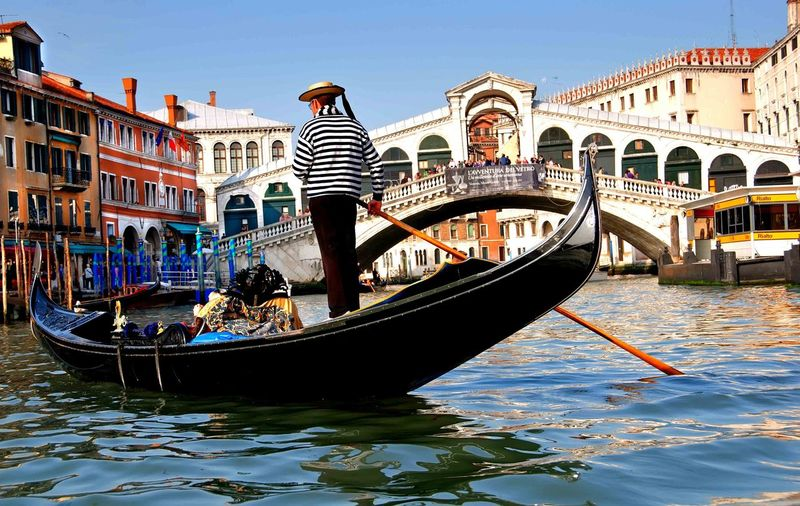 Architecture Built Structure Building Exterior Transportation Nautical Vessel Boat Water Waterfront Canal Mode Of Transport Travel Destinations Gondola - Traditional Boat Travel Men City Tourism Tourist City Life Bridge - Man Made Structure Vacations