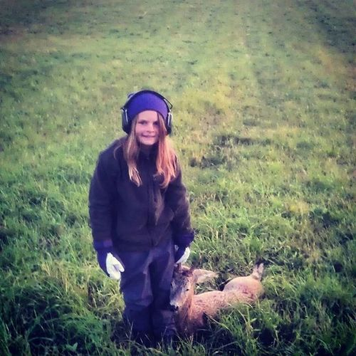 TBT  from 2012. My daughter on her first Roebuckhunt A small one down and she liked it! Parenthoodrocks Nextgenhunter Roedeer Antlers Atripdownmemorylane Meetyourmeat Ecofood RespectNature
