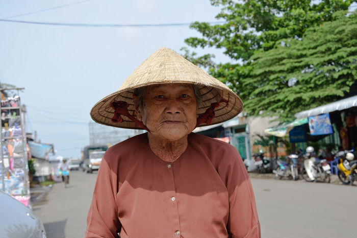 Confidence  Looking At Camera Old Woman Portrait Real People Strawhat Strawhatportraits Vietnamese Old But Awesome