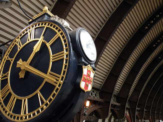 Architecture Astronomical Clock Astronomy Clock Clock Face Clock Tower Day Estación Estación De Tren Leeds Leeds, UK Leedslife Low Angle View No People Outdoors Rail Transportation Railway Station Railwaystation Reloj Reloj De Estación Roman Numeral Station Clock Time Travel Destinations