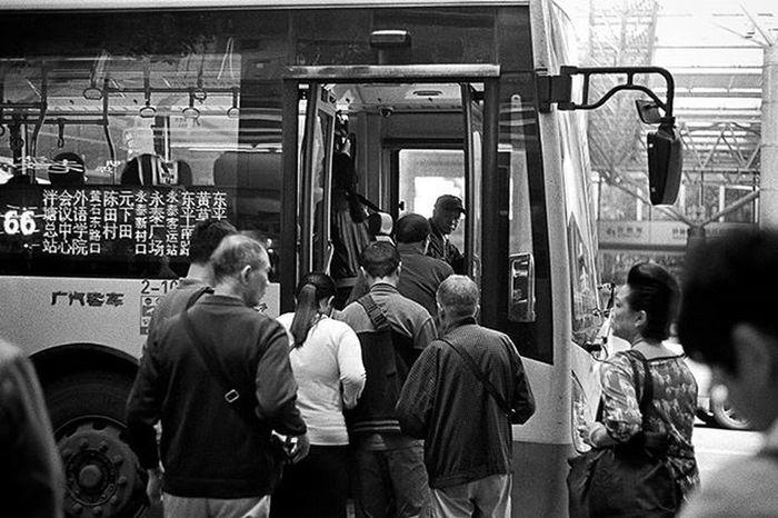 永無盡頭. Kodak Eastman Double-X 5222. 135. Rollei Rodinal. Kodak Kodakfilm Film Filmphotography Filmphoto Filmphotographer Blackandwhite Blackandwhitefilm Rodinal Rollei Rolleifilm Eastman Double 5222 Kodak5222 135 135film 35mm 35mmfilm Bus Canton City Citylife Meaninglessart 菲林 廣州 無謂藝術 黑白