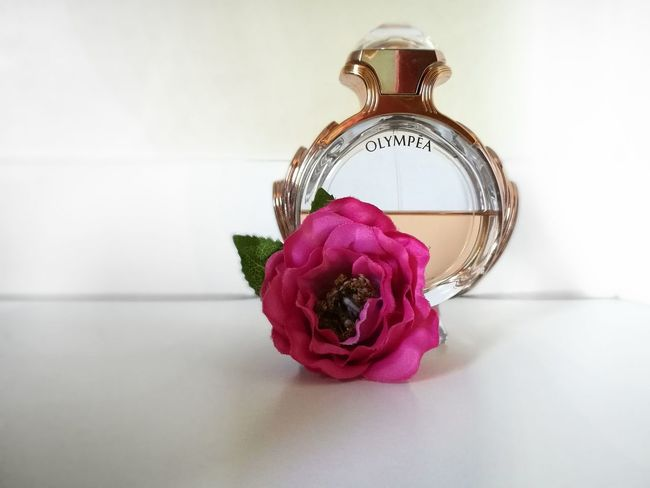 Taking Photos Olympea Parfum Pacorabanne Rosegold Peonia
