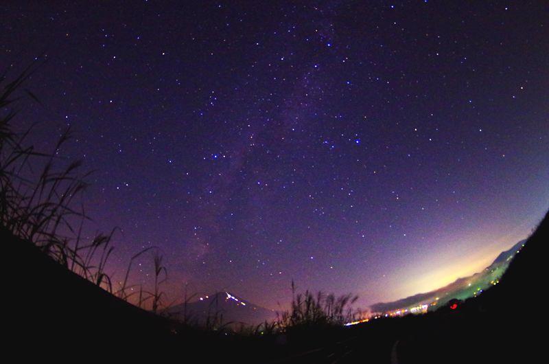 私を取り巻く環境は時間とともに変化していく。でも空は何も変わらない。気持ちだけは変わりたくない。今のこの気持ち、変わらずあり続けたい。 Landscape Mt Fuji Faces Of Summer Nightphotography Milkyway