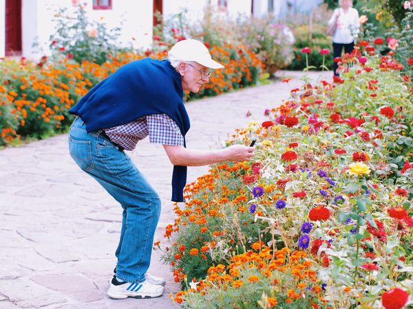 Perfect shot... Leisure Activity Travel Destinations Travel Photography Flower Beauty In Nature Casual Clothing Focus On Foreground Bunch Of Flowers The Magic Mission My Favorite Photo Made In Romania Tranquil Scene Taking Photos Of People Taking Photos Taking Pictures Enjoying Life Nature Memories Colour Of Life Fragility Old Man Having Fun Tranquility My Favorite Place Enjoy The New Normal Mobile Conversations The Street Photographer - 2017 EyeEm Awards Place Of Heart Out Of The Box This Is Aging