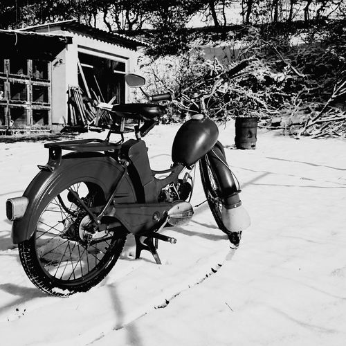 Sr2 Mopet Old Old Bike Old Bicycle Snow ❄ Oldschool Oldschoolbikes EyeEm Best Shots EyeEmBestPics Oldmachine Oldcars EyeEm Gallery Macro_collection Landscape_photography Hello World Check This Out Taking Photos Light And Shadow Simson Simson Sr2