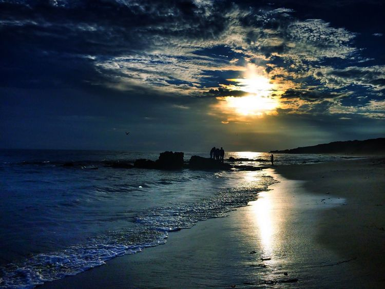 The dream that you hold in my soul... Ocean Dream Sunset Sunset_collection Sunset Silhouettes California Coast Sunset And Clouds  Sky And Clouds Eye4photography  Beach Photography Life Is A Beach Darkness And Light Shades Of Blue California Sunset