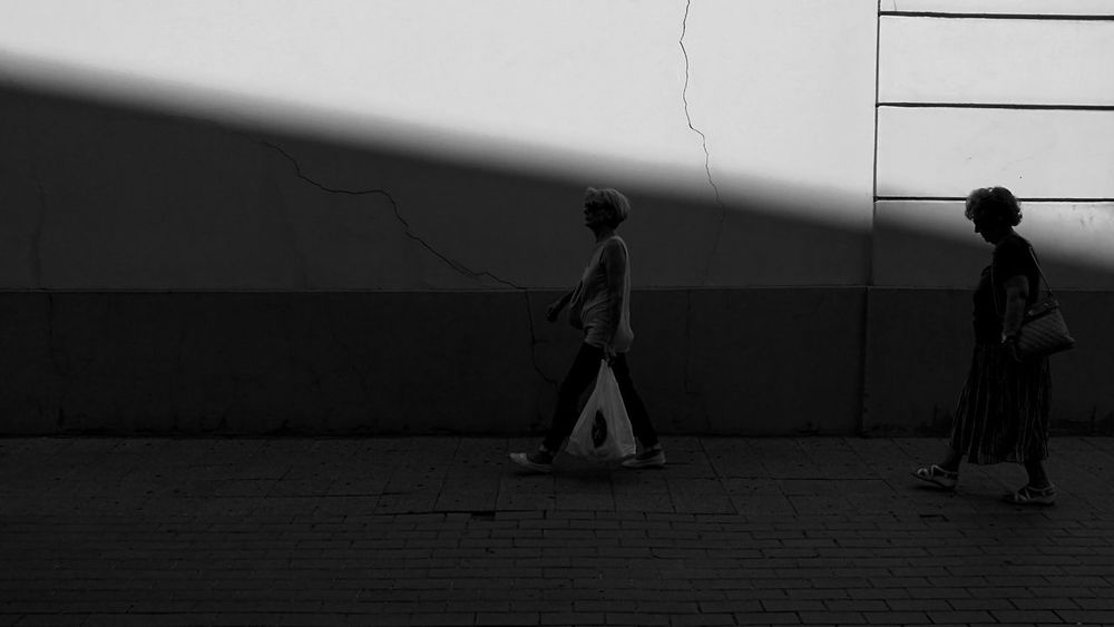 Two People People Blackwhite Minimal Geometrical Geometry Everywhere Monochrome Photography Monochrome Streetphotographyintheworld Silhouette Streetphotographer Black And White Photography Minimalism_bw Streetphotography_bw Ciytlife Street Shadows & Lights Monochrome Photograhy Monochrome Collection