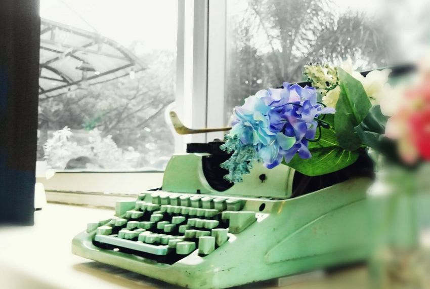 South Old Typing Machine Antiques Flowers Decoration Simple PhonePhotography Malang